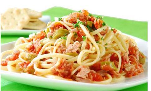 Pasta rápida con tomates secos y albahaca